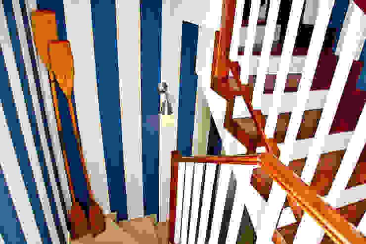Couloir, entrée, escaliers méditerranéens par www.rocio-olmo.com Méditerranéen