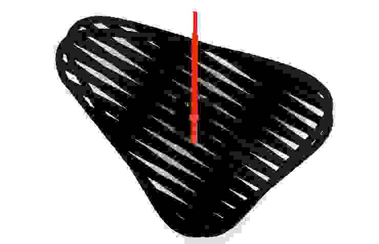 Sophie, orologio da muro di Mehdi Pour design studio Eclettico