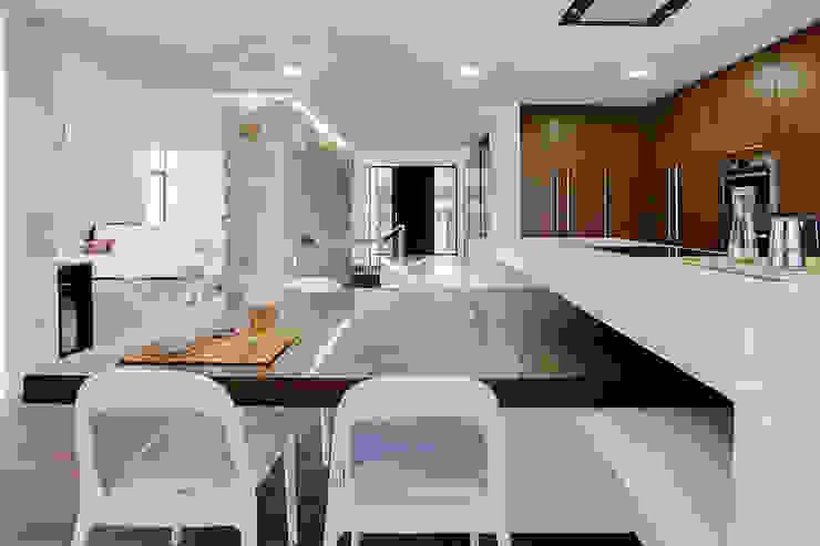 Cocina Office con isla - Diseño Chiralt Arquitectos - Casa Gerard Cocinas de estilo minimalista de Chiralt Arquitectos Minimalista