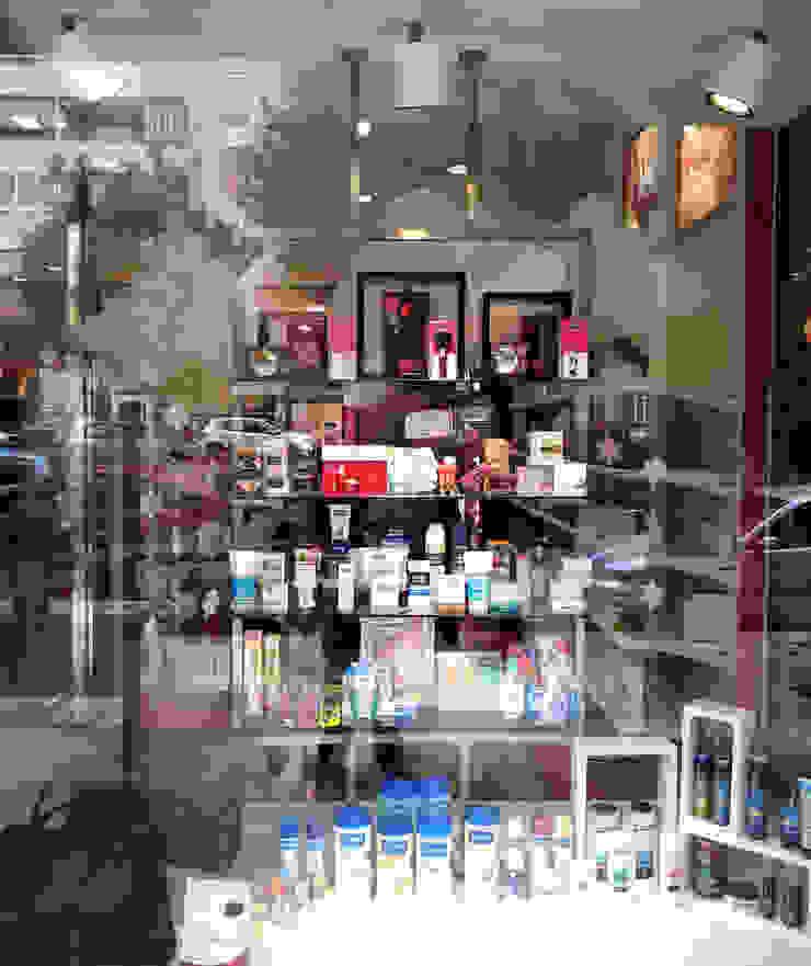 Escaparatismo & visual merchandising Oficinas y tiendas de estilo moderno de AG INTERIORISMO Moderno