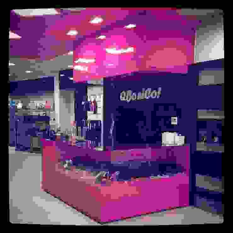 """Tienda de Complementos """"Qbonico"""" Oficinas y tiendas de estilo moderno de AG INTERIORISMO Moderno"""