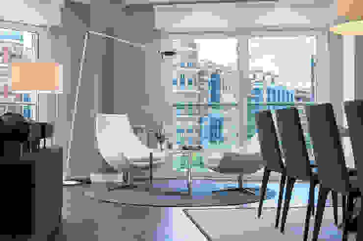 现代客厅設計點子、靈感 & 圖片 根據 Urbana Interiorismo 現代風