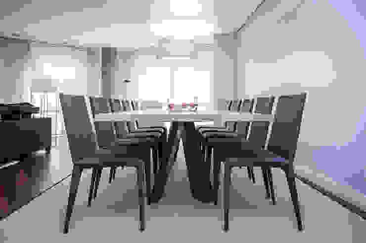Urbana Interiorismo Sala da pranzo minimalista