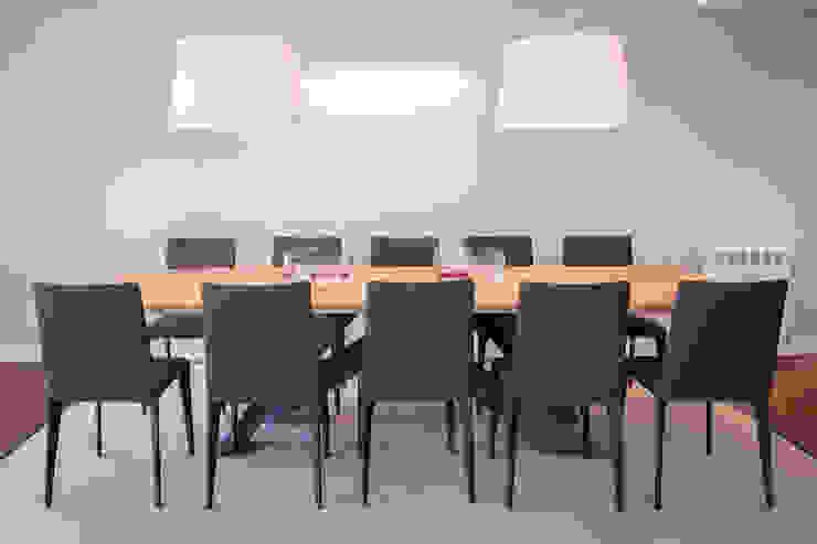 Salas de jantar  por Urbana Interiorismo,
