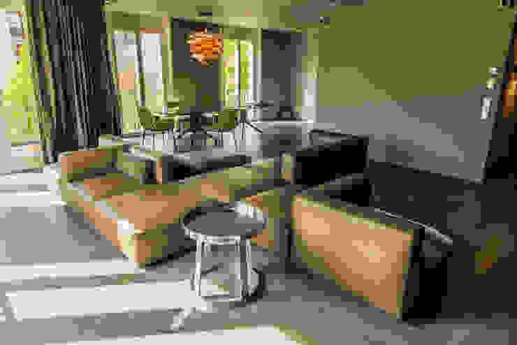 Living the life – Apartment im Herzen Berlins Moderne Wohnzimmer von Conni Kotte Interior Modern