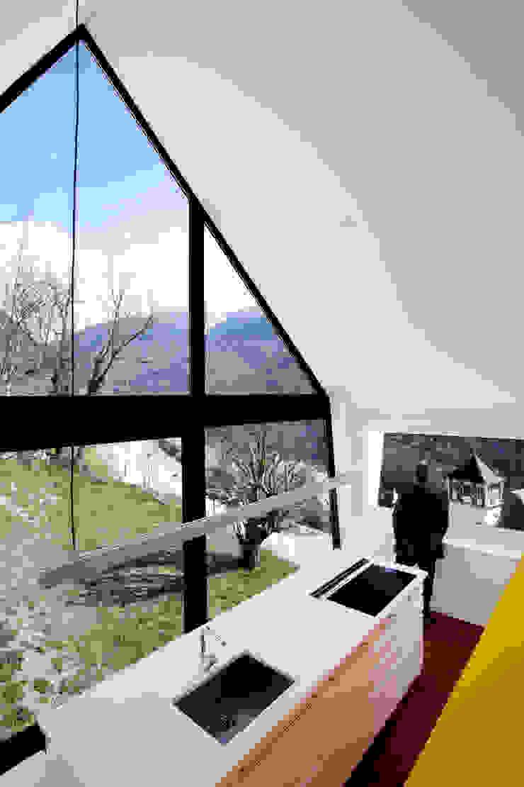 Modern kitchen by Cadaval & Solà-Morales Modern