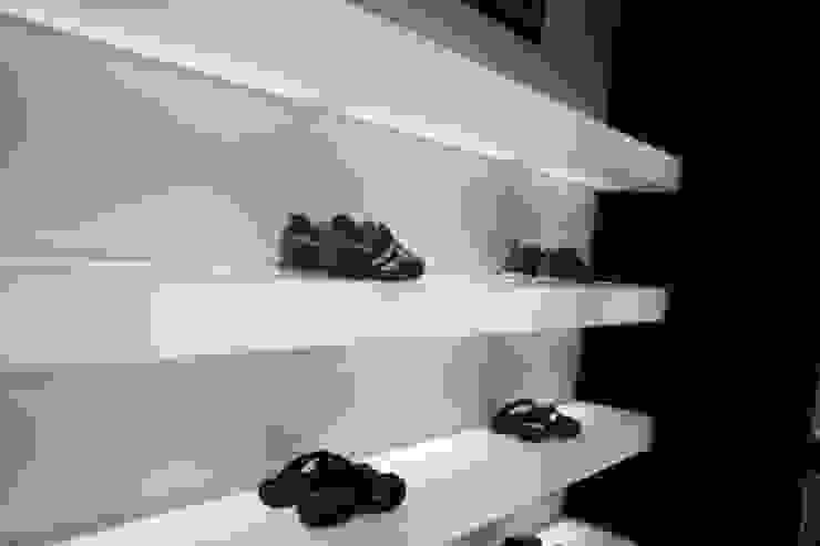 Minimalistische winkelruimten van Estudio Sergio Castro arquitectura Minimalistisch
