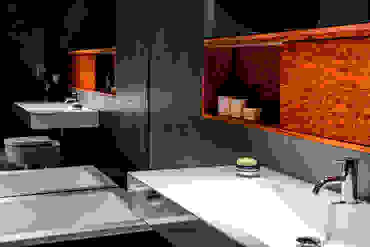 Living the life – Apartment im Herzen Berlins Moderne Badezimmer von Conni Kotte Interior Modern