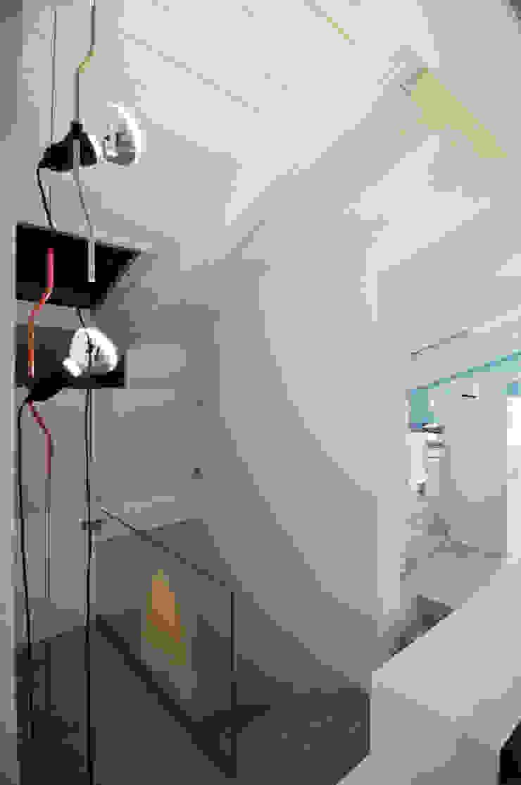 Interior design - White Loft Treviso Italy Ingresso, Corridoio & Scale in stile minimalista di IMAGO DESIGN Minimalista