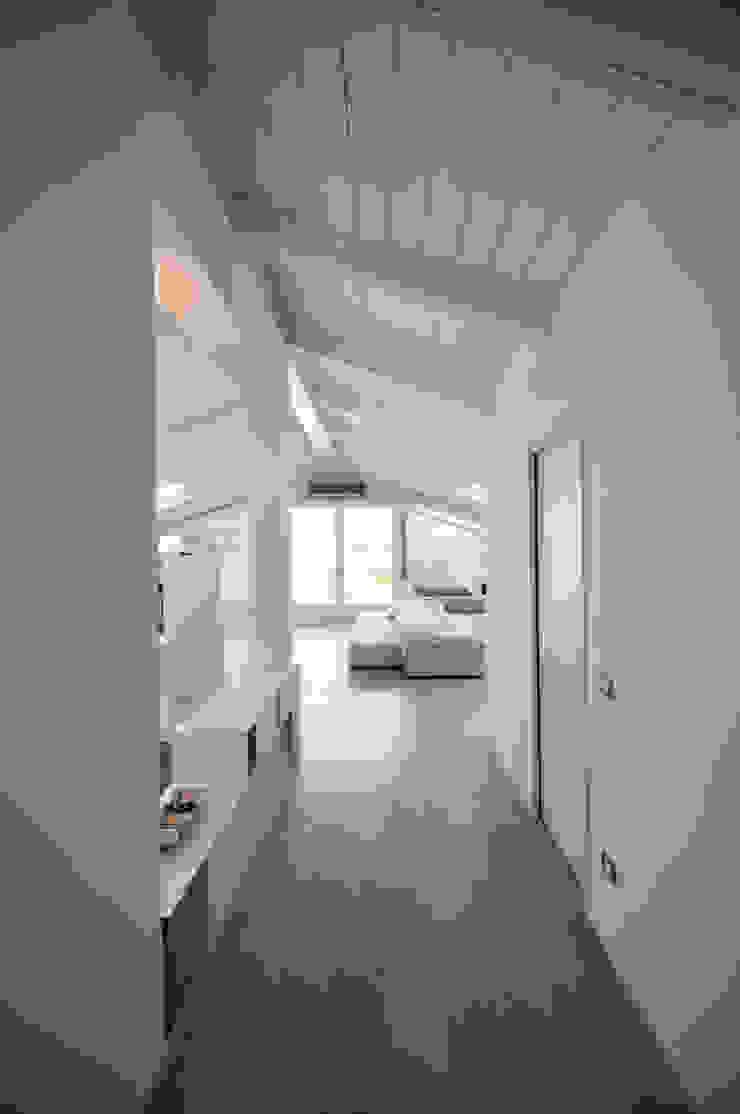 Interior design - White Loft Treviso Italy Soggiorno minimalista di IMAGO DESIGN Minimalista
