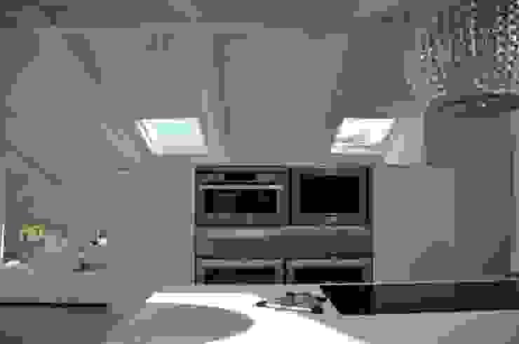 Minimalistische Küchen von IMAGO DESIGN Minimalistisch