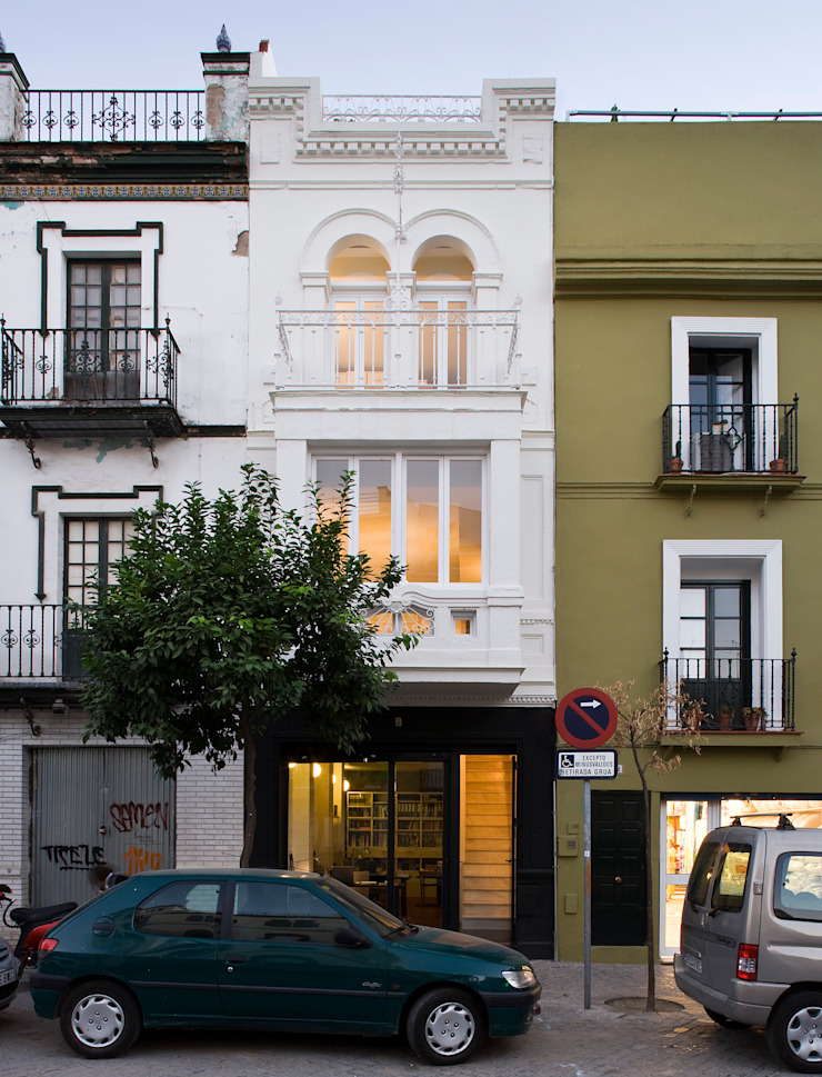 Housing Restoration in Montesión Square, Seville, Spain. Donaire Arquitectos 房子