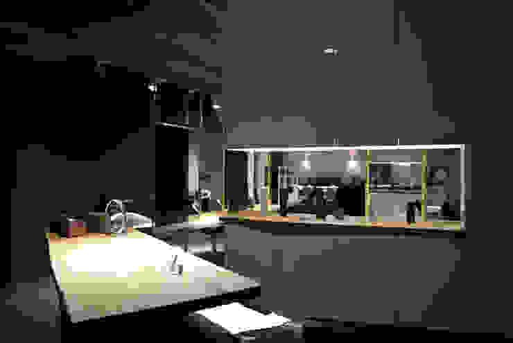 Eingangsbereich des Friseursalons: industriell  von hysenbergh GmbH | Raumkonzepte Duesseldorf,Industrial