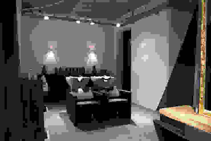 Friseurstühle schwarz : industriell  von hysenbergh GmbH | Raumkonzepte Duesseldorf,Industrial