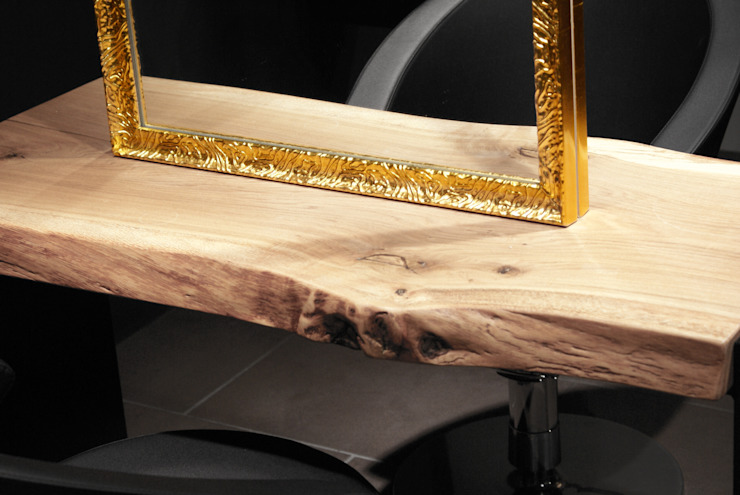 Detailaufnahme Spiegel und Holzplatte: industriell  von hysenbergh GmbH | Raumkonzepte Duesseldorf,Industrial