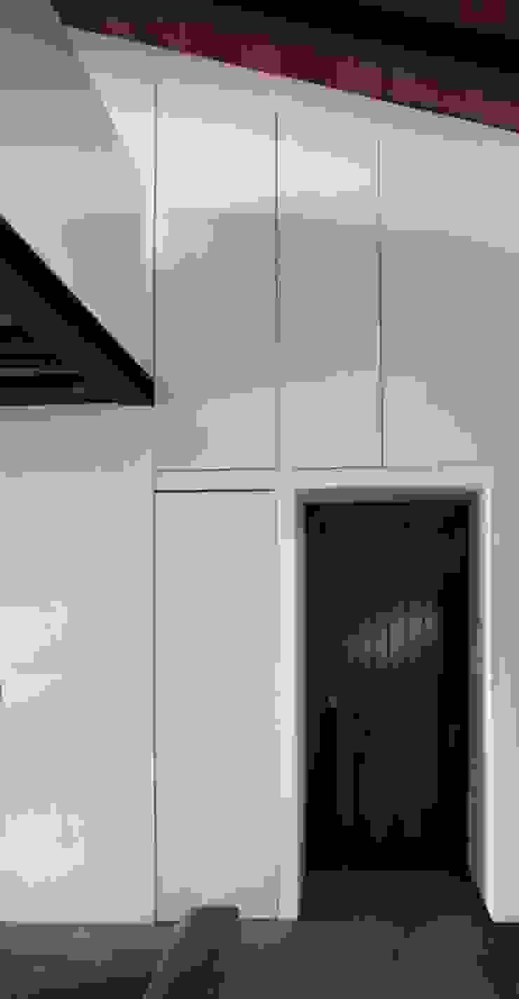 Weenkend pavilion Pasillos, vestíbulos y escaleras de estilo rural de Borja Garcia Studio Rural