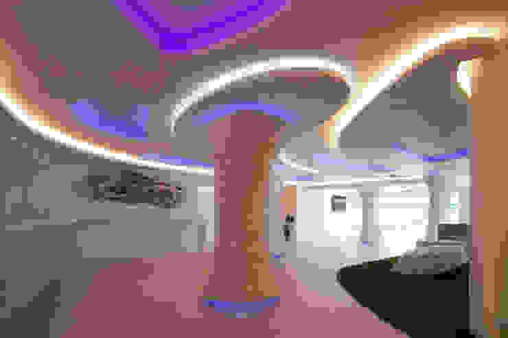 Hotel in stile eclettico di Oscar Vidal Studio Eclettico