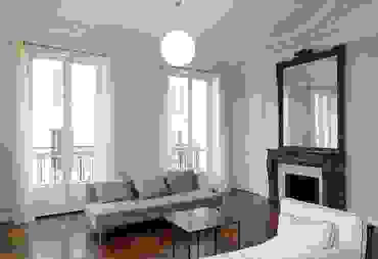Appartement Saint Germain des Pres Salon moderne par FELD Architecture Moderne