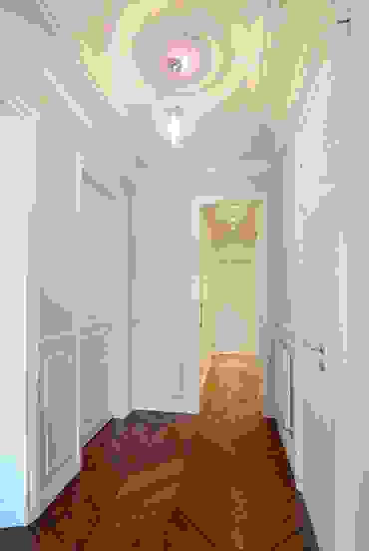 Appartement Saint Germain des Pres Couloir, entrée, escaliers modernes par FELD Architecture Moderne