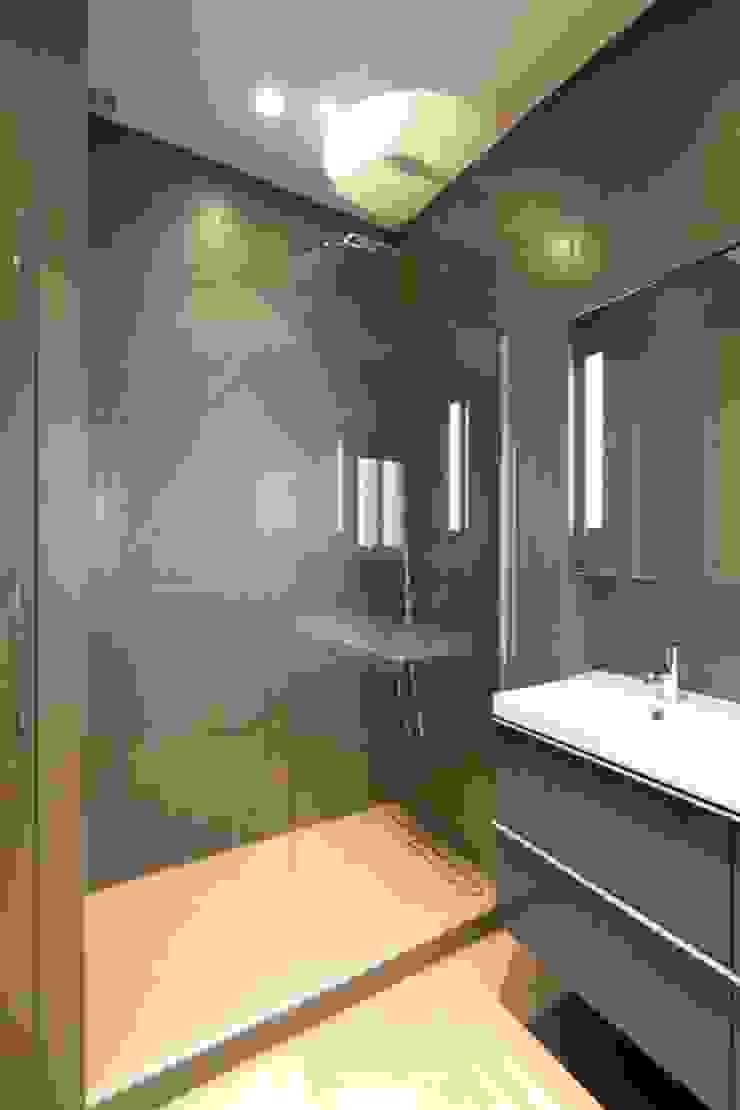 Appartement Saint Germain des Pres Salle de bain moderne par FELD Architecture Moderne