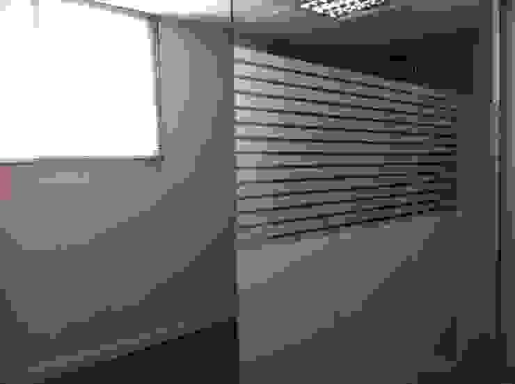 Divisiones de cristal para oficinas de Tatiana Doria, Diseño de interiores Clásico