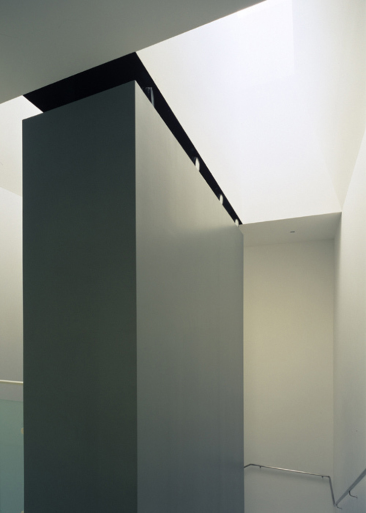 Vista dei lucernari del piano scala Negozi & Locali commerciali moderni di Giorgio Pettenò Architetti Moderno