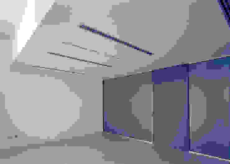 L'interno dell'ufficio del presidente al piano primo Negozi & Locali commerciali moderni di Giorgio Pettenò Architetti Moderno