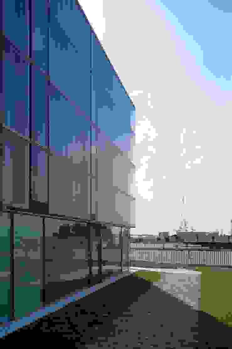Scorcio del fronte laterale Negozi & Locali commerciali moderni di Giorgio Pettenò Architetti Moderno