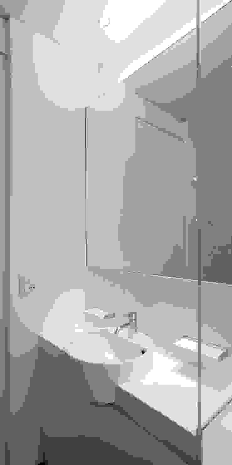 Modern bathroom by Giorgio Pettenò Architetti Modern