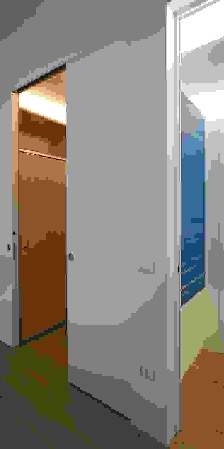 Modern corridor, hallway & stairs by Giorgio Pettenò Architetti Modern