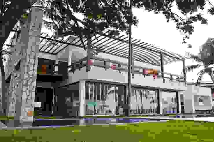 Casas tropicales de homify Tropical