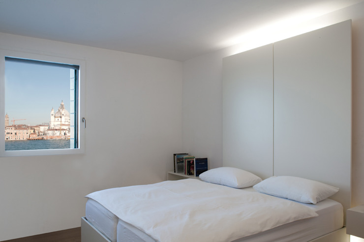 Modern style bedroom by Giorgio Pettenò Architetti Modern