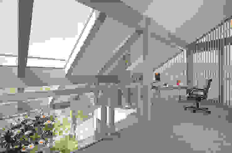 Рабочий кабинет в стиле модерн от DAVINCI HAUS GmbH & Co. KG Модерн