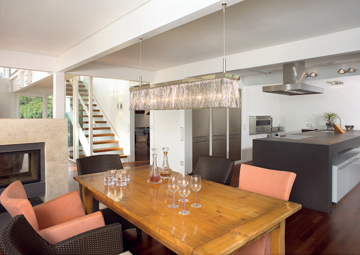 Classic style dining room by DAVINCI HAUS GmbH & Co. KG Classic