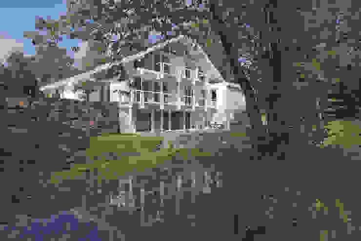 現代房屋設計點子、靈感 & 圖片 根據 DAVINCI HAUS GmbH & Co. KG 現代風
