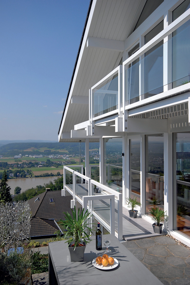 クラシックデザインの テラス の DAVINCI HAUS GmbH & Co. KG クラシック