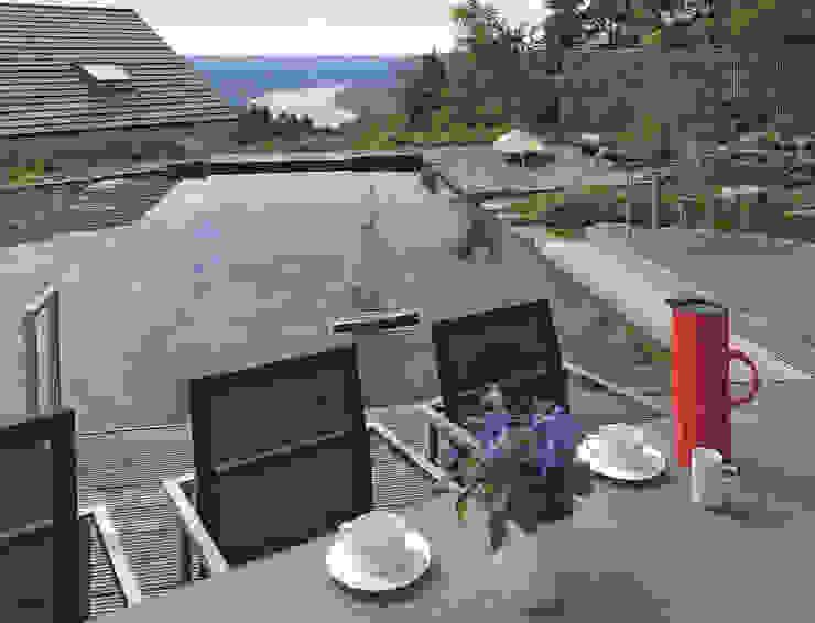 Classic style garden by DAVINCI HAUS GmbH & Co. KG Classic