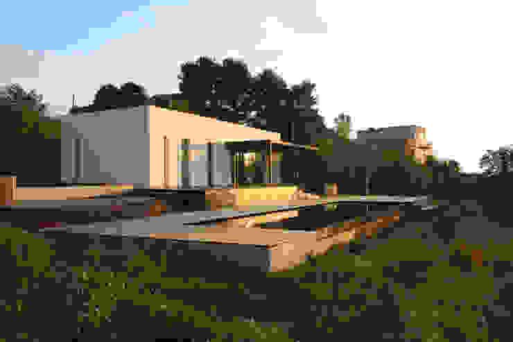 VILLA B&D Piscinas de estilo mediterráneo de COTTONE+INDELICATO ARCHITETTI Mediterráneo