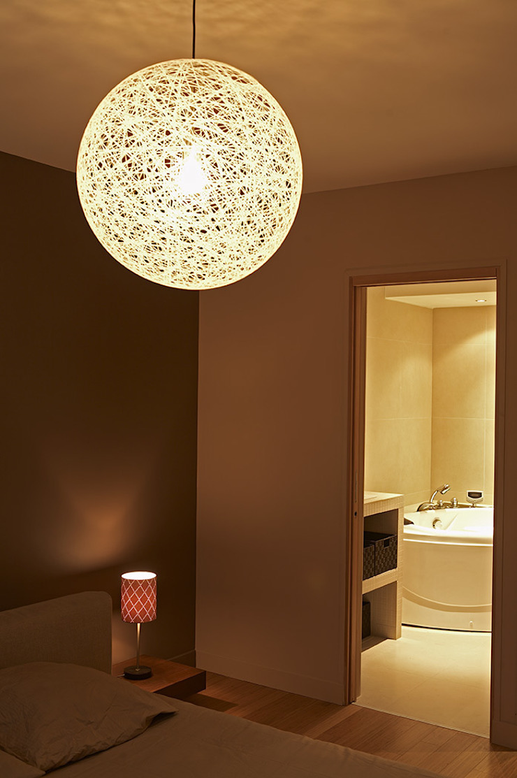 Modern bathroom by Agence KP Modern