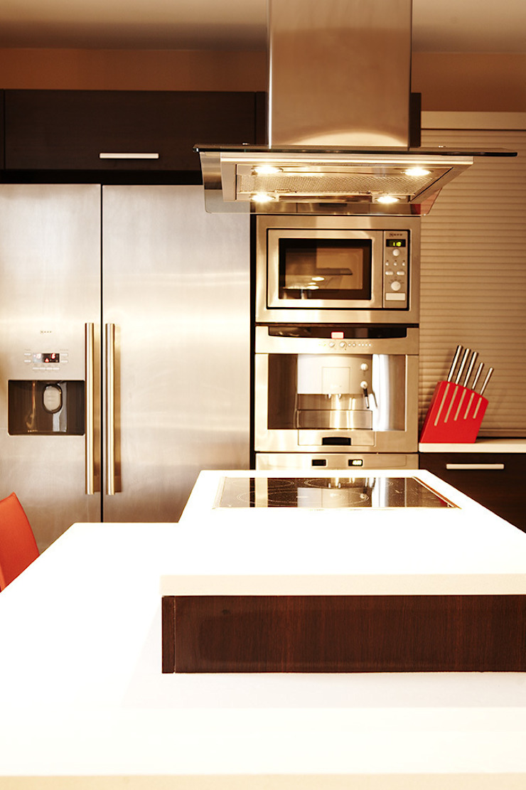 Modern kitchen by Agence KP Modern
