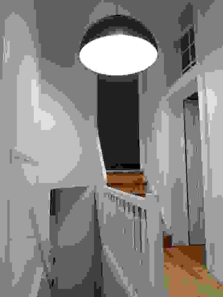 Coiffeur L'Appart Moderner Flur, Diele & Treppenhaus von Bolz Licht und Wohnen · 1946 Modern