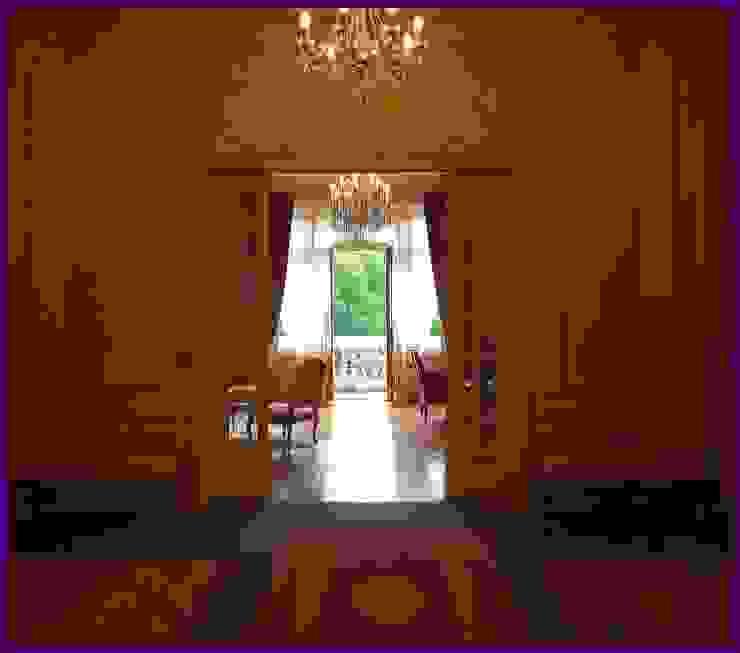 www.karineperez.com Couloir, entrée, escaliers classiques par Agence KP Classique Bois Effet bois