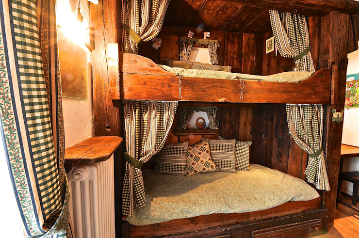 CAMERA DA LETTO - MOBILI SU MISURA homify Camera da letto in stile rustico