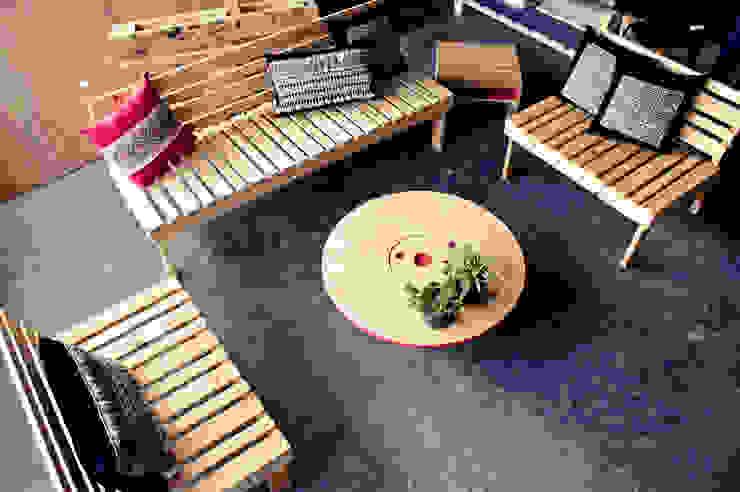 Muebles para terraza:  de estilo  por amiko espacios, Rústico