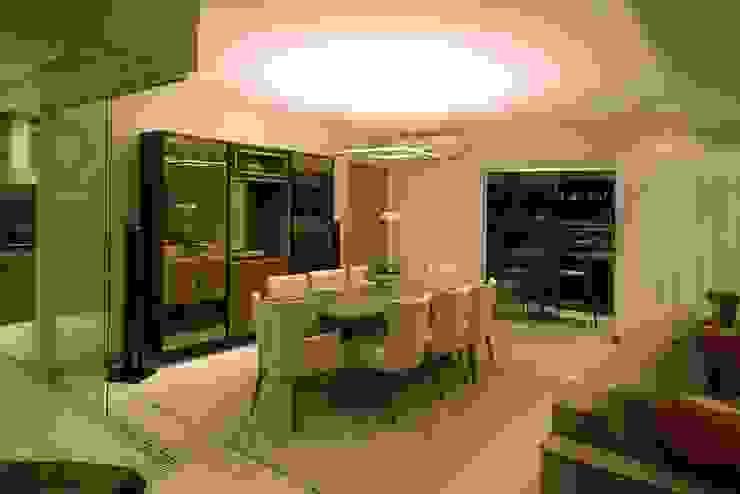 CASA Arquitetura e design de interiores 餐廳桌子