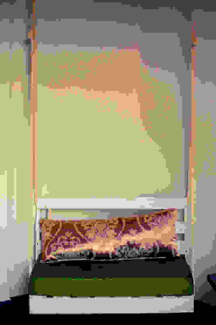 Columpio en sala de lectura de amiko espacios Ecléctico