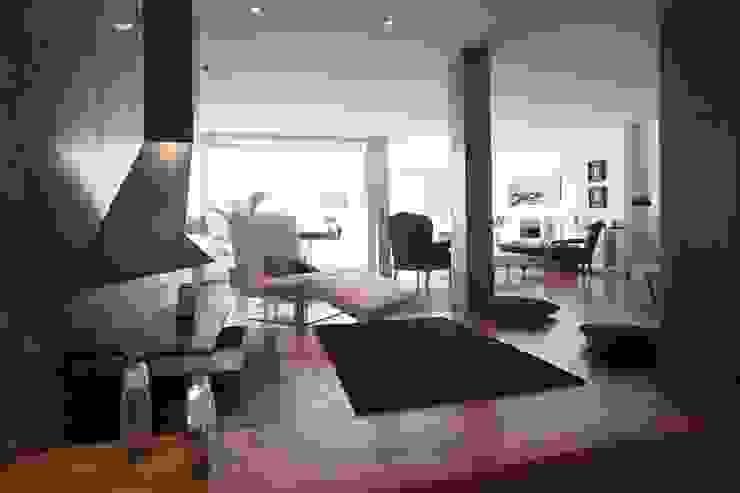 现代客厅設計點子、靈感 & 圖片 根據 BB INTERIORISMO 現代風