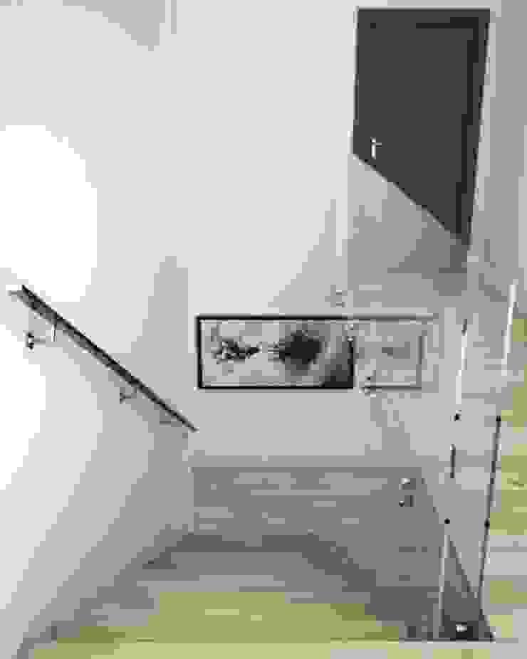 Handrail by Comenza de Comenza