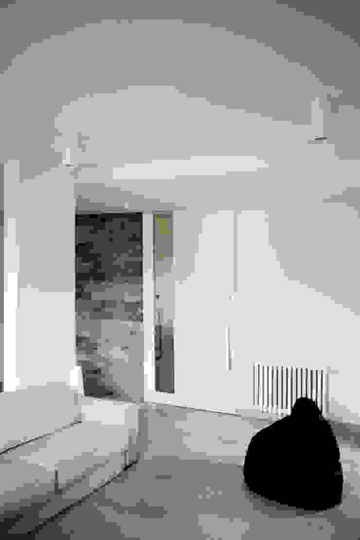 Livings de estilo moderno de msplus architettura Moderno