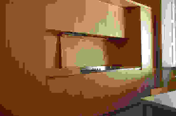 Alloggio in Via dei Pilastri Cucina moderna di G. Giusto - A. Maggini - D. Pagnano Moderno